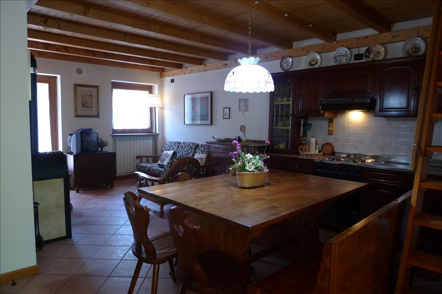 QUADRILOCALE in Villetta con 4 unità  – 3 Camere Doppi Servizi nel bosco – Massimo 6 letti